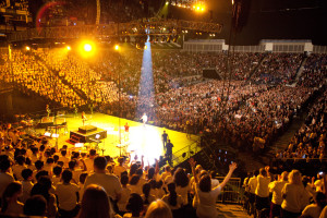 YV_Choir_singing_to_a_sold_out_arena_